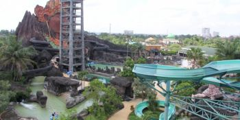 Mengenali Dunia Wayang Sambil Berenang di Pandawa Water World