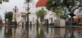 Kota Lama Semarang Banjir, Ganjar Pranowo Sidak Sambil Gowes